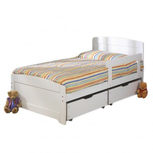 Детская кровать с лаконичным дизайном. Белая.