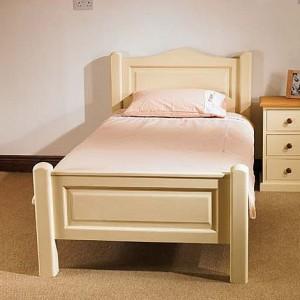 Детская кровать в классическом стиле