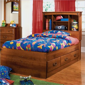 Капитанская кровать с полками