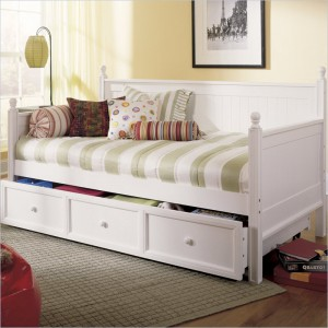 Кровать-диван в классическом стиле